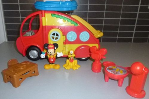 FIGURINE camping car mickey disney (26x15 ctm)
