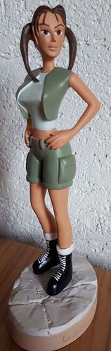 FIGURINE lara croft cambodge core disign (15,5ctm)